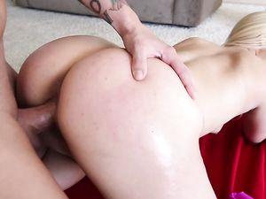 Wicked Hot Bubble Butt On The Fucking Yoga Slut