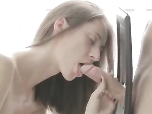 GF Spreads After Breakfast For Great Anal Sex