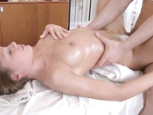 Young Amateur Getting Her Tight Pussy Fucked