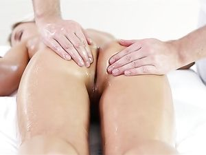 Blowjob For A Massage Therapist Before Pounding